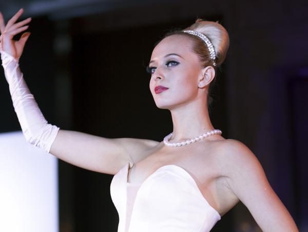 珍珠首饰十大品牌珍珠美人婚纱珠宝秀