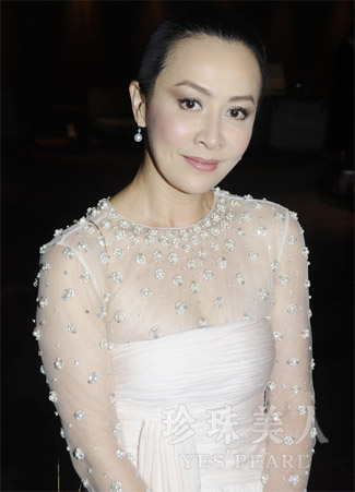 刘嘉玲佩戴白色南洋珍珠耳环