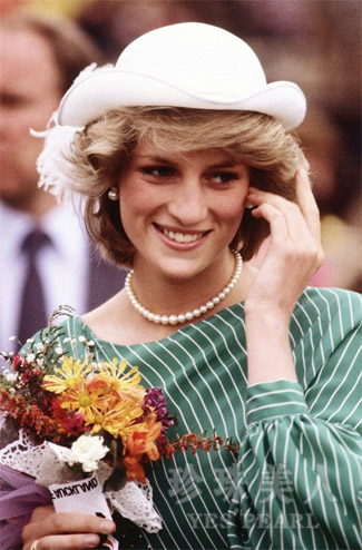 戴安娜王妃佩戴珍珠项链